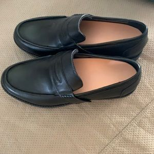 Brand new-men's black penny loafers made by Apex.
